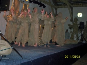 Lavėnų teatro grupės spektaklis ,,Gyvasis vanduo''